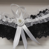 черно-белая подвязка невесты купить