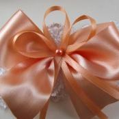 персиковые подвязки для невесты