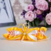желтая подвязка невесты фото