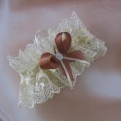 свадебная подвязка невесты айвори шоколадный фото