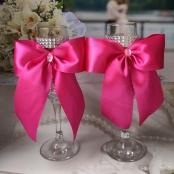 малиновые свадебные бокалы с большими бантами фото
