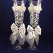 свадебные бокалы с сиреневыми стразами фото