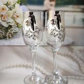 свадебные бокалы с фигурами молодожен фото