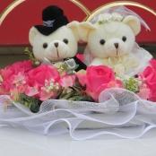 мишки на машину с кольцами и розовыми розами купить