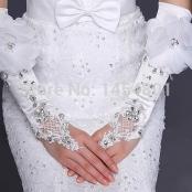 свадебные перчатки с крупными стразами, кружевом и цветком