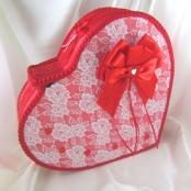 коробка деньги сердце красное