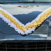 бело-золотая лента на капот машины