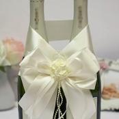 украшение на шампанское айвори с цветами
