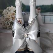 серебристое украшение на свадебное шампанское фото