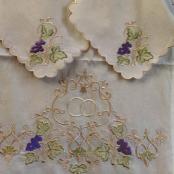 вышитый свадебный рушник с салфетками для венчания