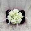 бутоньерки цветочные подружкам фото