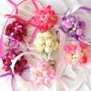 бутоньерки подружкам невесты фото